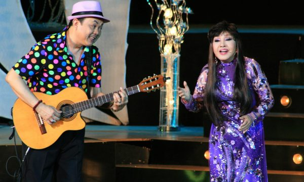 Nghệ sĩ Hồng Nga làm live show ở tuổi 73